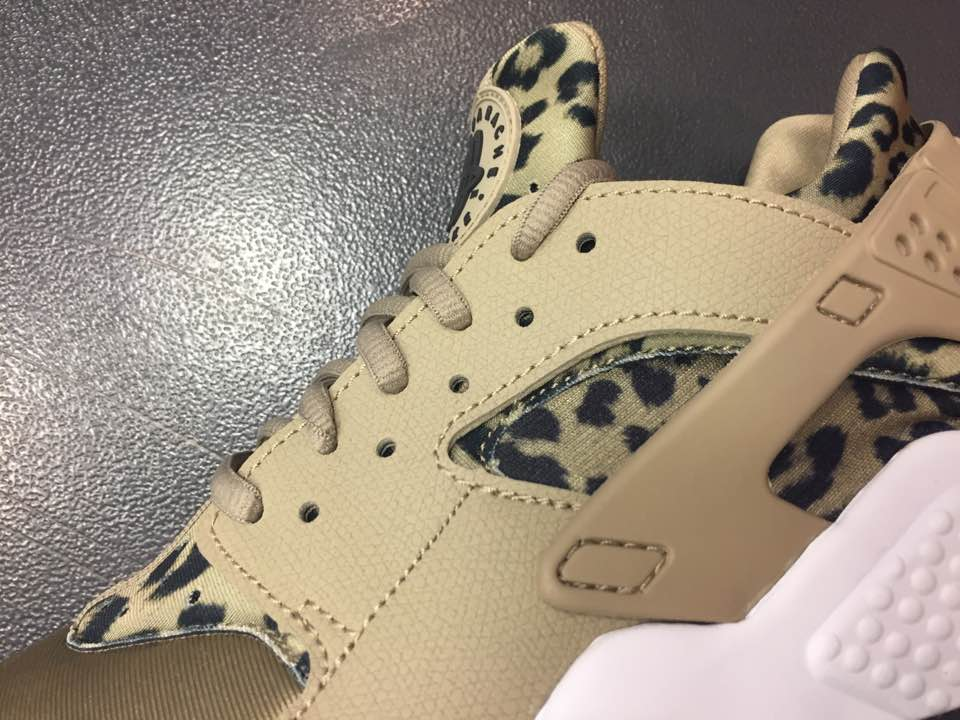90b99e4c3b91 Women s Nike Air Huarache SE Leopard Print Khaki White 725076 200 4 ...