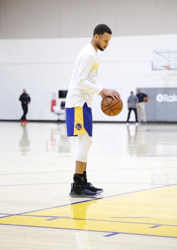 c09ed19f2d0 Curry practicing with the UA Curry 5 on feet img via Nicekicks.com