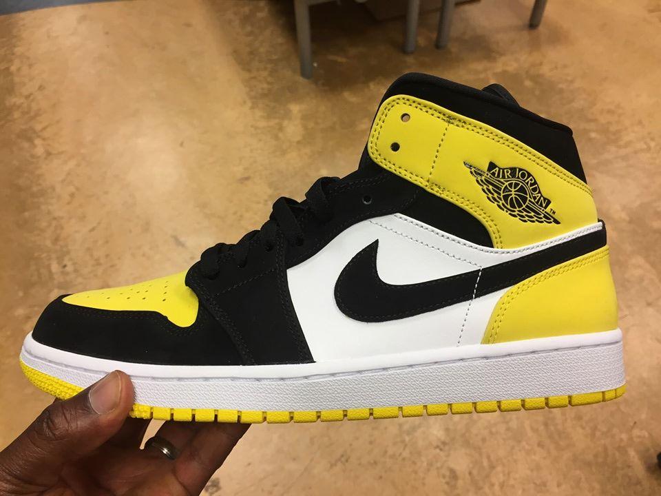 Air Jordan 1 Mid SE Yellow Toe Black 852542 071 3
