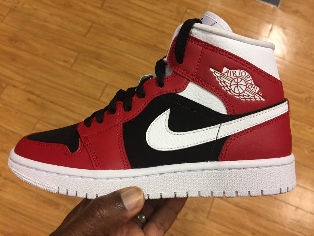 Wmns Air Jordan 1 Mid Gym Red White Black