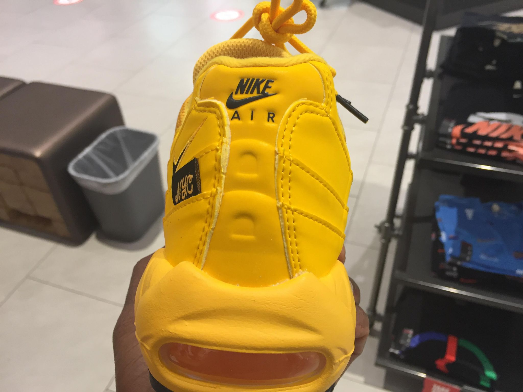Nike Air Max 95 NYC Taxi New York City DH0143-700