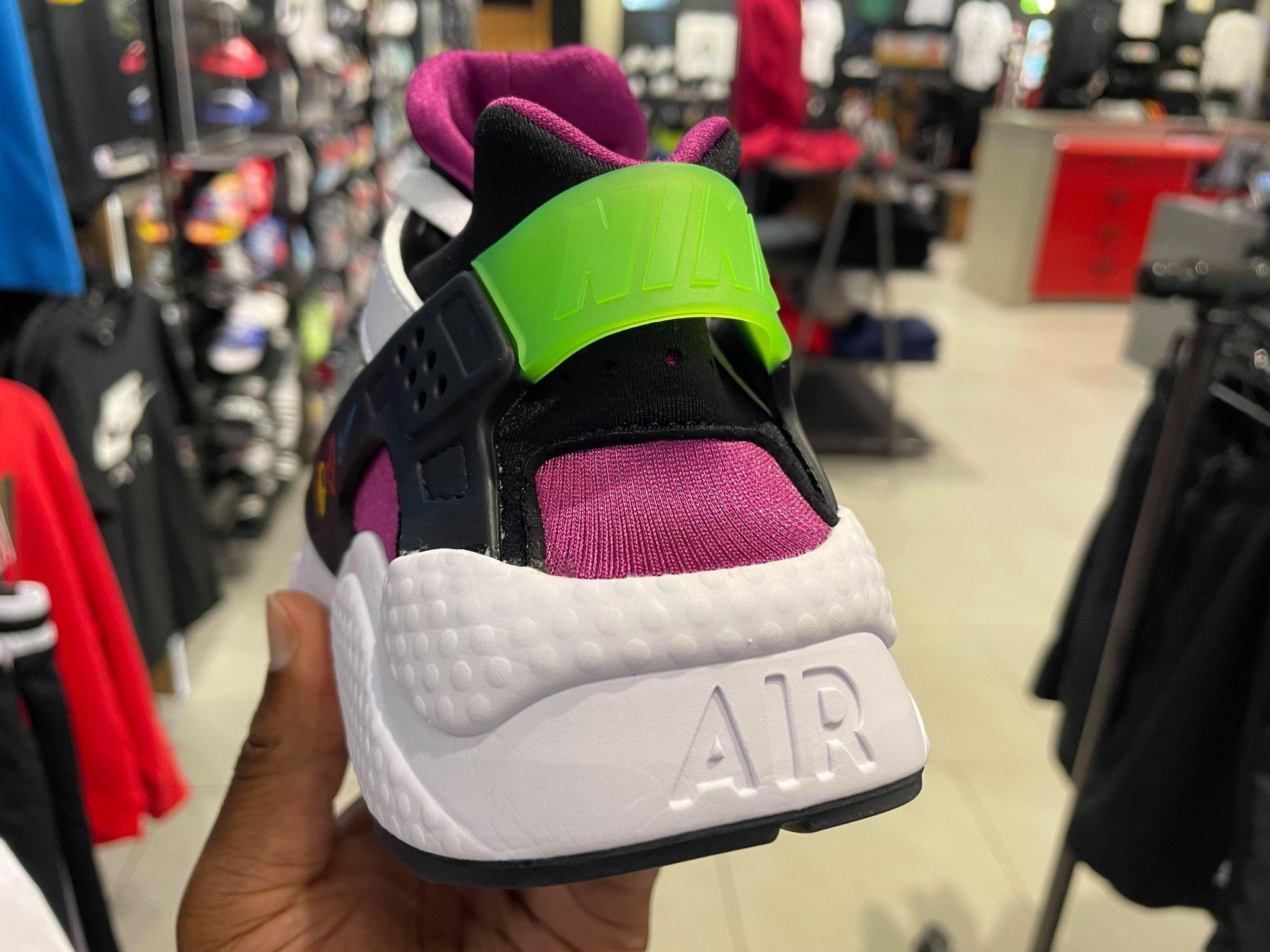Nike Air Huarache Peace Love Swoosh  DM8152-100